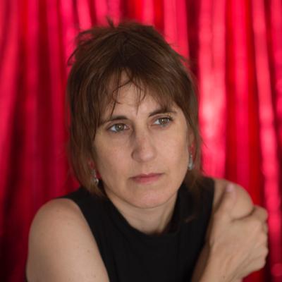 """Escritora Alejandra Costamagna: """"La revuelta nos hizo recordar que el pasado estará siempre ahí, lanzando chispas hacia nuestros días"""""""