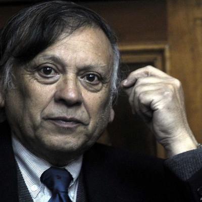"""Eduardo Cavieres, historiador: """"Para mantenerse, la democracia representativa tiene que transformarse"""""""